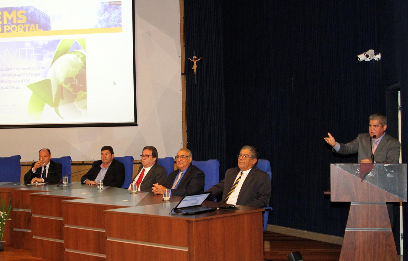 """TCE-MS reúne prefeitos e propõe """"Programa de Aprimoramento da Gestão de Resíduos Sólidos"""" para melhoria da qualidade de vida da sociedade"""