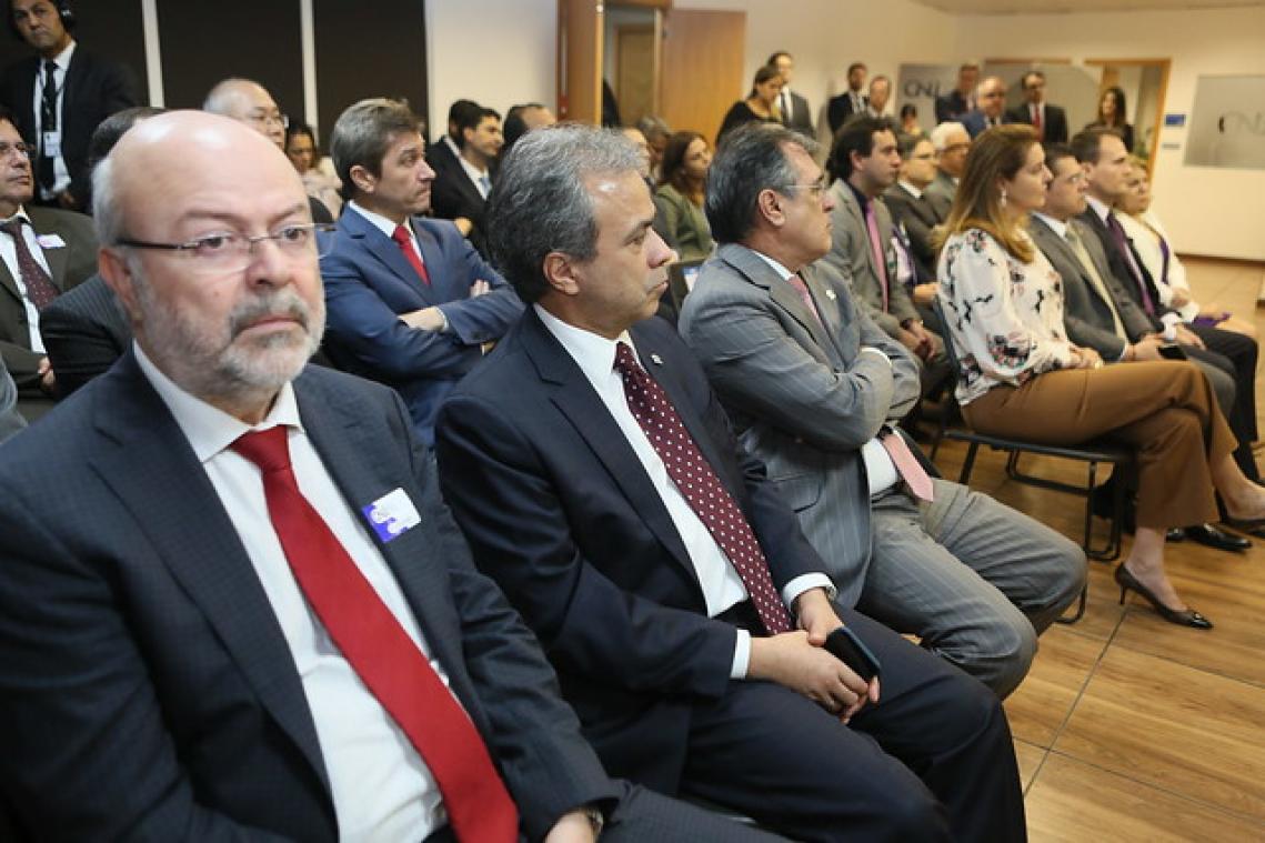 TCE-MS participa de reunião que firma acordos sobre obras paralisadas no País