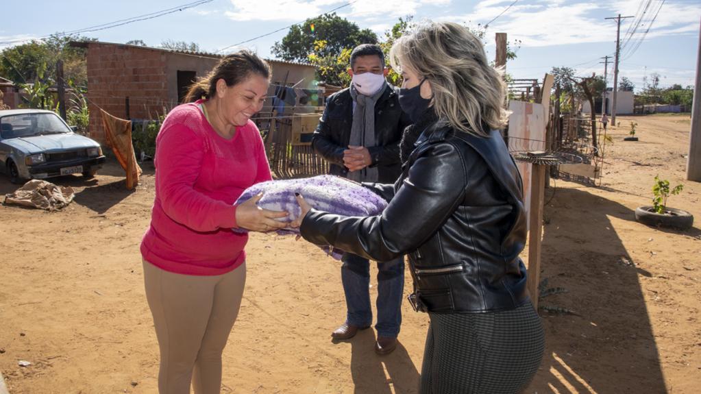 Servidores entregam doações da Campanha TCE Solidário