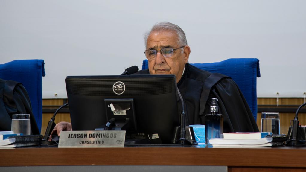 Conselheiros relatam mais de 50 processos em sessão do Pleno