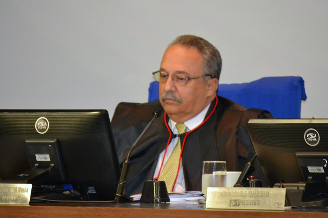 MP de Contas recomenda aplicação de multa a Presidente da Câmara de Coronel Sapucaia e Pleno aprova