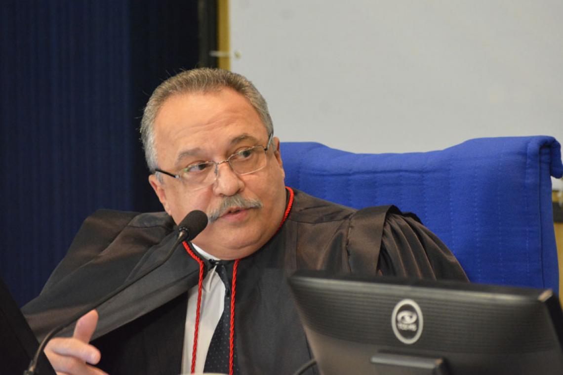 Procurador apresentou mais de 67 pareceres na sessão do Pleno