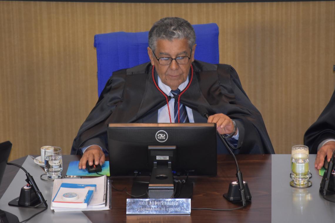 Procurador apresentou maioria de processos regulares na sessão da 1ª Câmara desta terça-feira