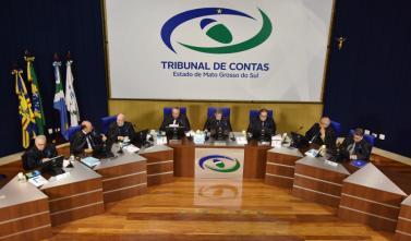 Conselheiros apreciam 111 processos em sessão
