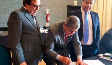 Presidente Waldir Neves assina acordo inédito de cooperação técnica com a Atricon baseado no Projeto Octopus do TCE-MS