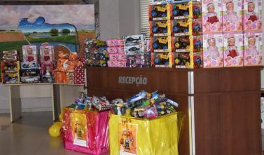 Tribunal de Contas entrega brinquedos para a campanha de Natal