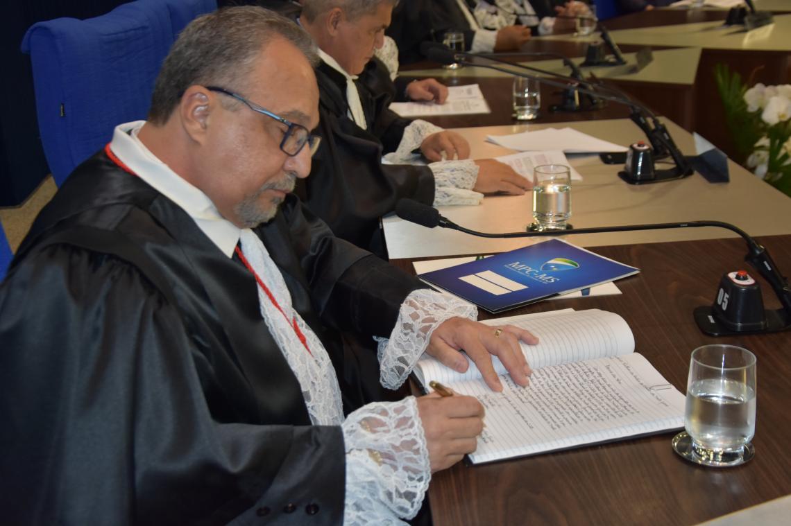 João Antônio de Oliveira Martins Junior é reconduzido ao cargo de Procurador-Geral do MP de Contas