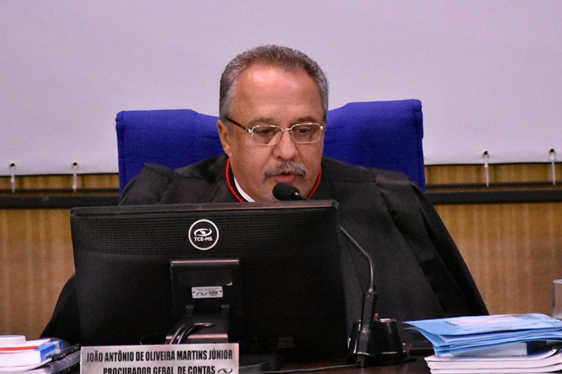 Procurador recomenda não provimento de recurso e Pleno aprova voto concordando com parecer