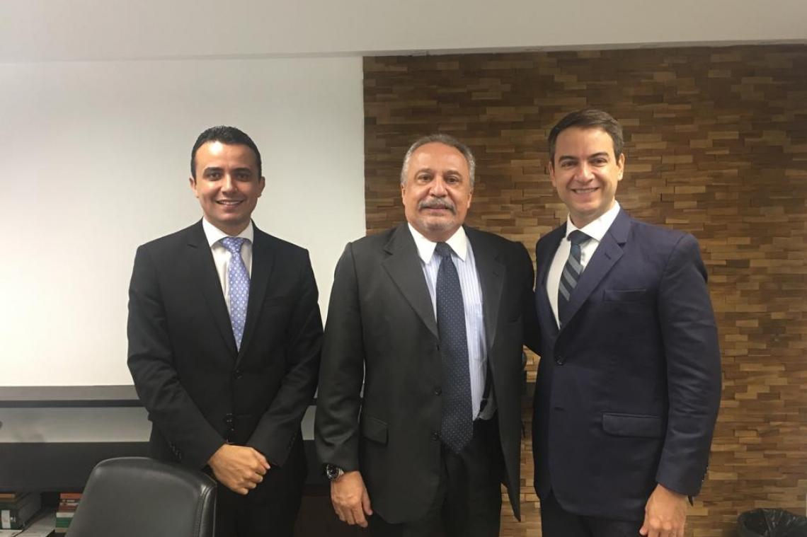 Procurador de Contas de Goiás é recepcionado pelo Procurador-Geral de MS