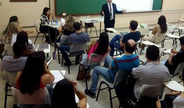 Corregedor-Geral do TCE-MS ministra aula especial em curso de pós-graduação