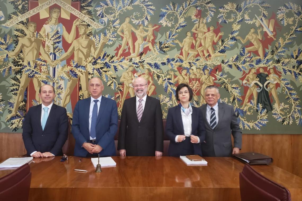 Corregedor-Geral do TCE-MS é aprovado com distinção em Pós-Doutorado