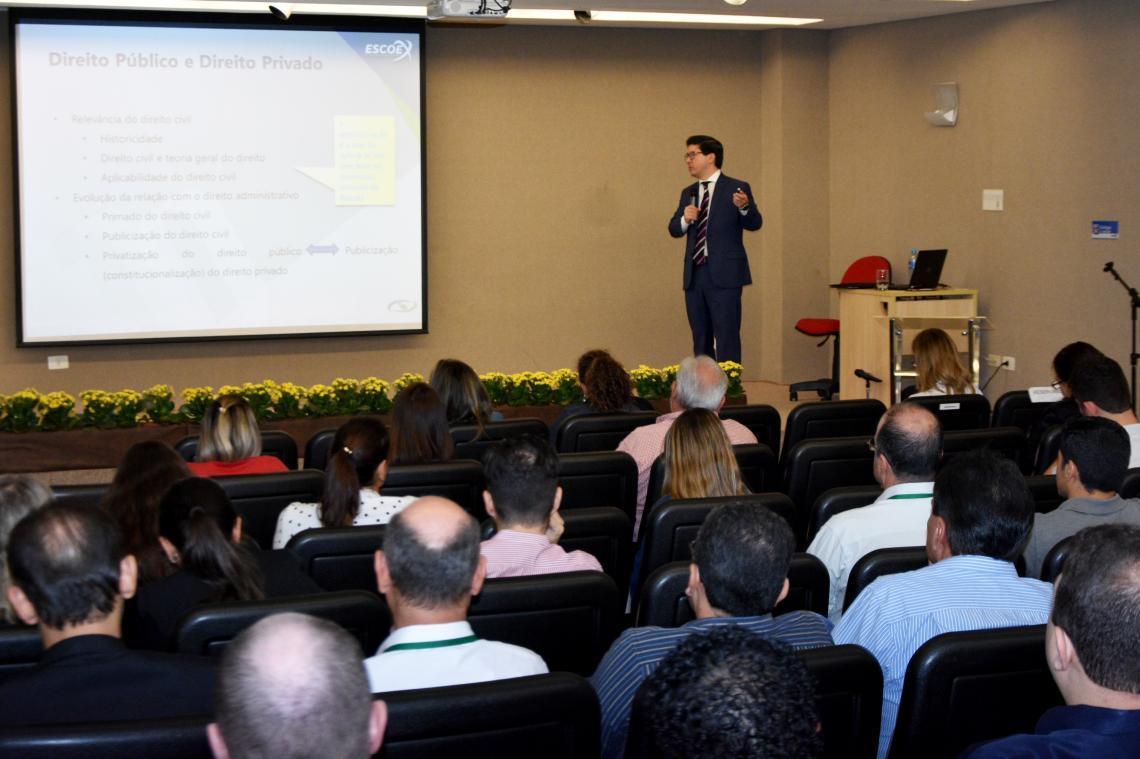 Direito público é tema de curso no TCE-MS