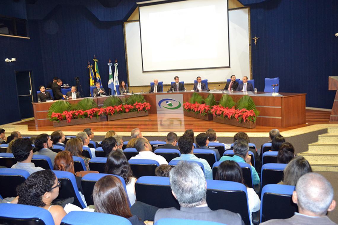 Lançamento de obra jurídica reúne personalidades do Direito no TCE-MS