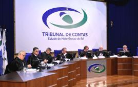 Conselheiros julgam 83 processos em sessão do Pleno