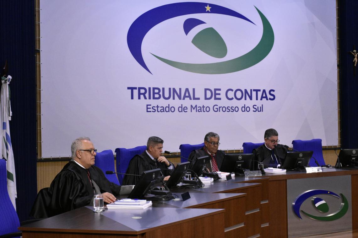 Procurador apresenta maioria de pareceres regulares em sessão da 1ª Câmara