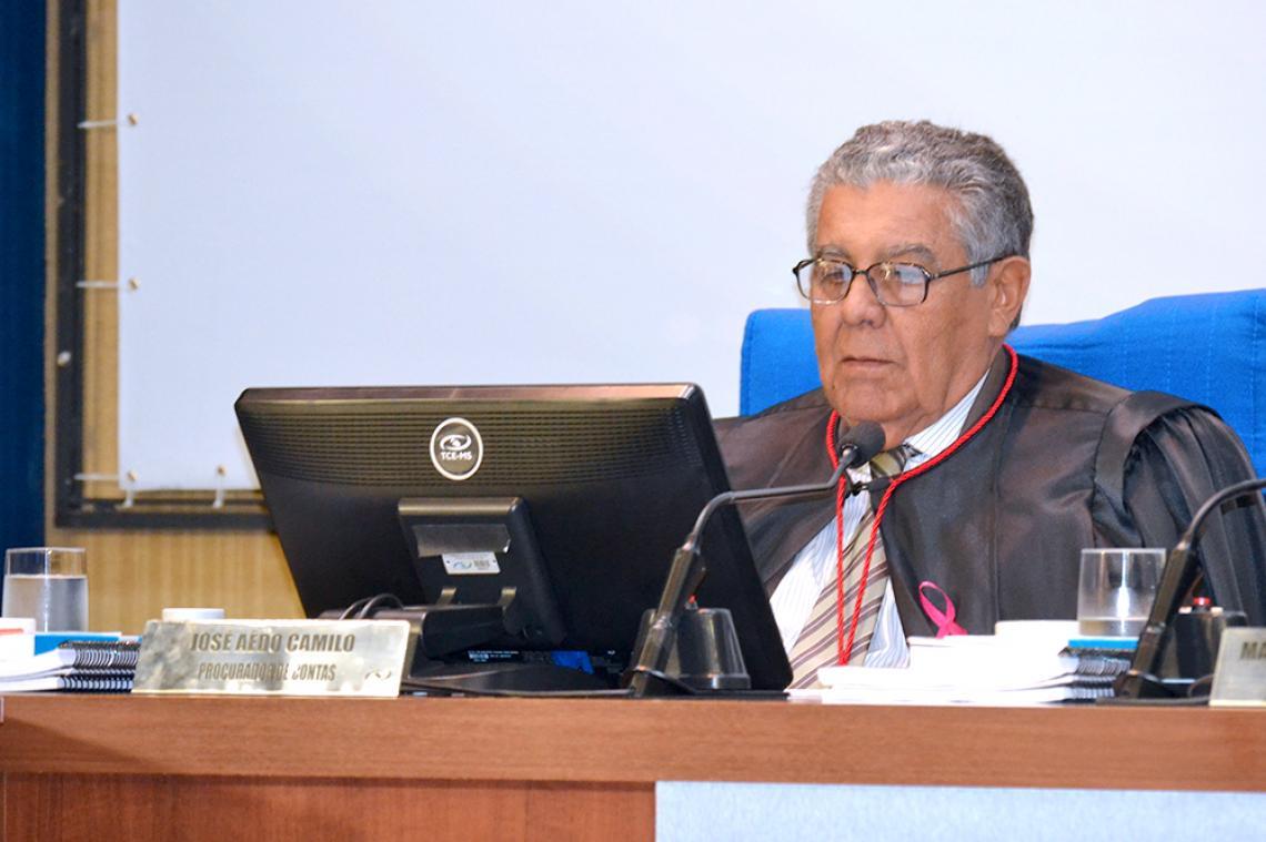 Procurador Geral Adjunto apresenta maioria de pareceres regulares na sessão da 1ª Câmara