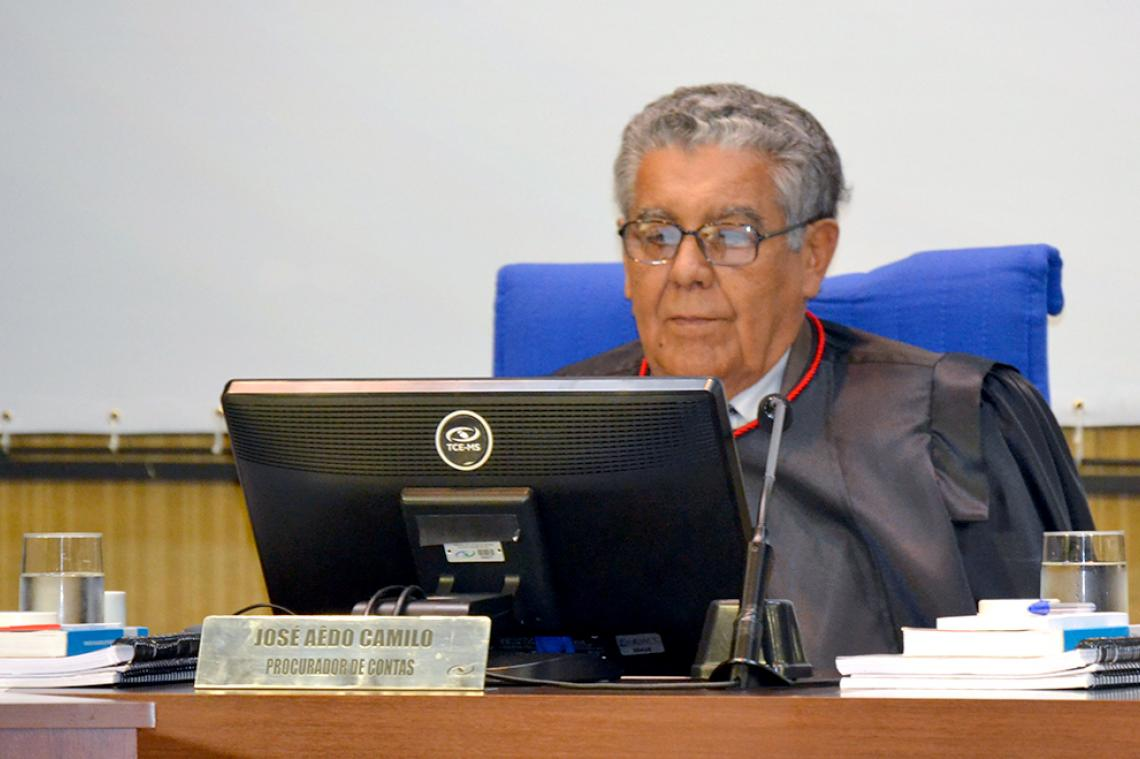 Conselheiro concorda com parecer do MP de Contas e aplica multa no valor equivalente a 100 Uferms