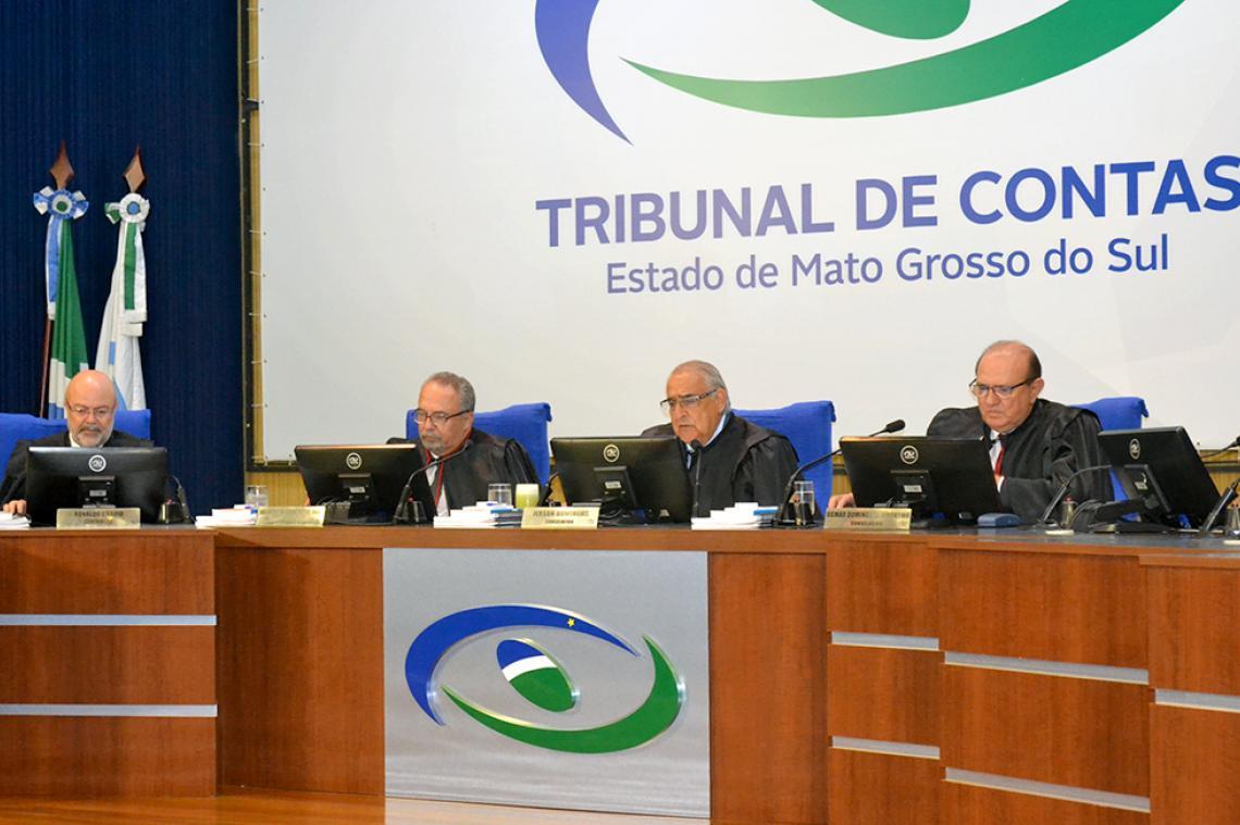 Conselheiros votam 41 processos em sessão da Segunda Câmara