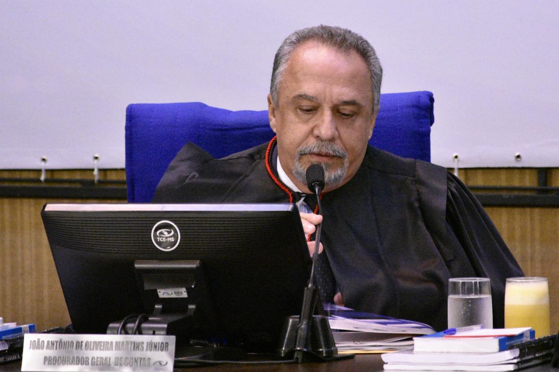 Procurador opina pelo não conhecimento do pedido de revisão e conselheiro relator mantém impugnação
