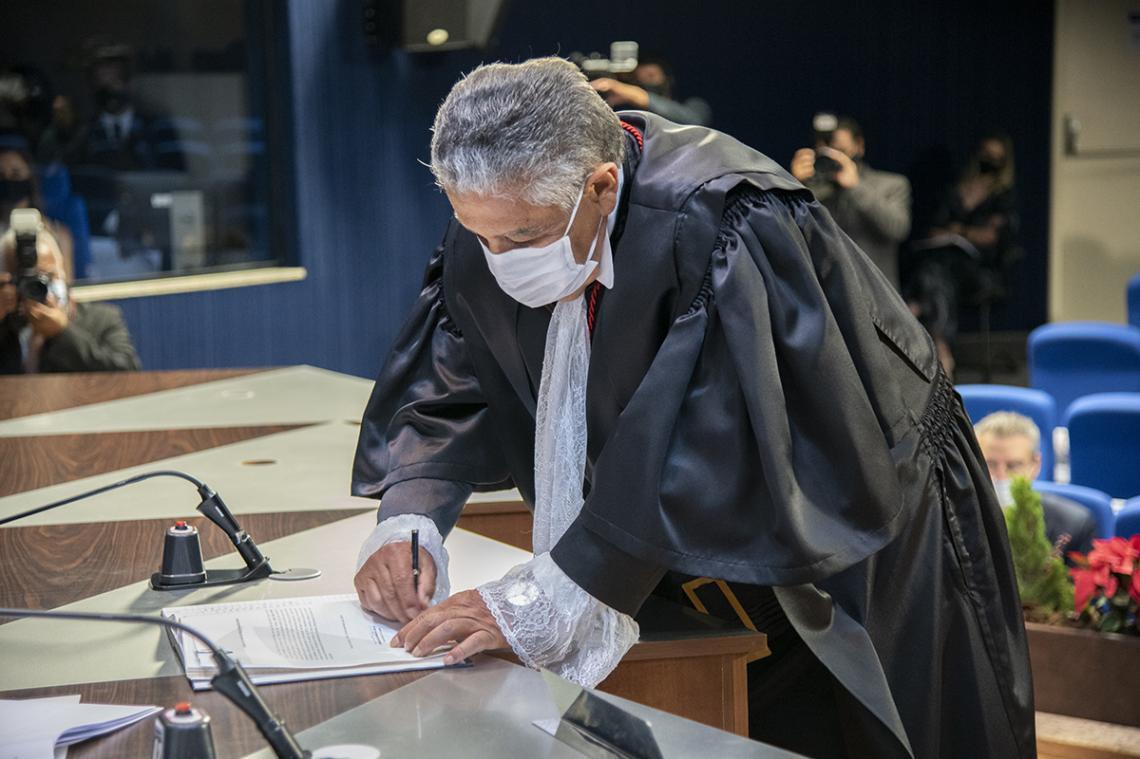 José Aêdo Camilo toma posse como Procurador-Geral do MP de Contas