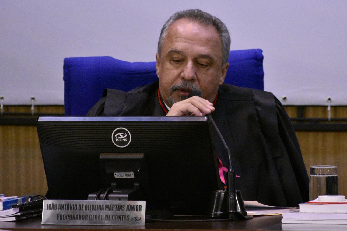 Procurador opina por irregularidade e relator acolhe integralmente parecer